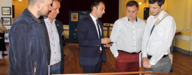 """""""Mari sibieni pentru Marea Unire"""" – una din cele mai reuşite expoziţii istorice ale Anului Centenar Manifestările culturale dedicate împlinirii a 100 de ani de la făurirea României Mari au […]"""